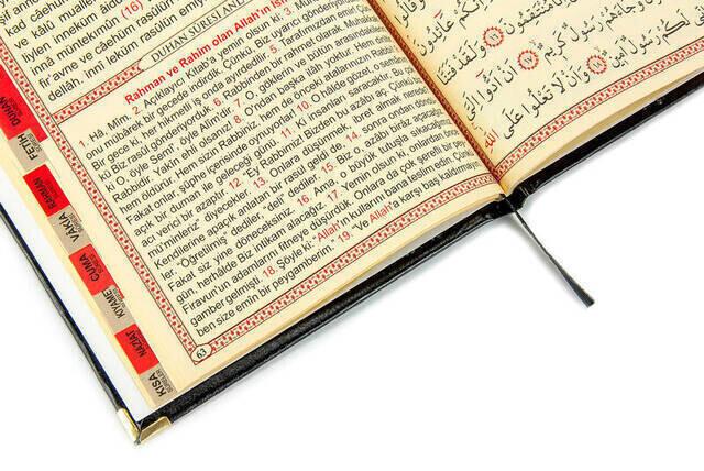 50 ADET - İsim Baskılı Ciltli Yasin Kitabı - Orta Boy - İnci Tesbihli - Tül Keseli - Siyah Renk