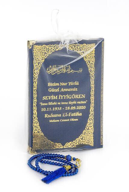 50 ADET - İsim Baskılı Ciltli Yasin Kitabı Orta Boy Tül Keseli İnci Tesbihli Lacivert Renk