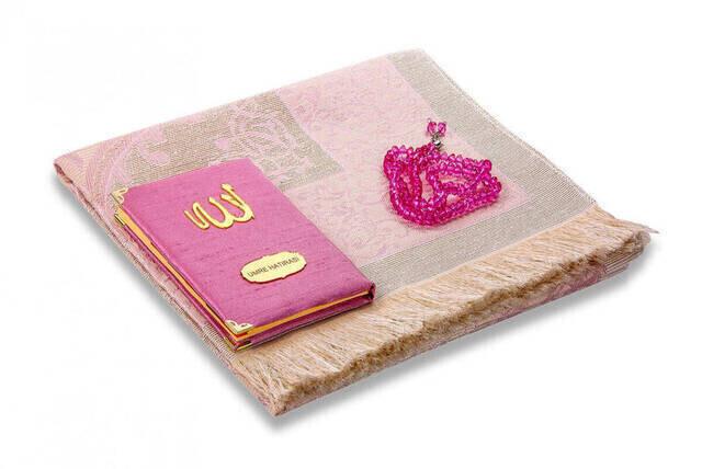 Şantuk Kumaş Kaplı Yasin Kitabı - Çanta Boy - İsme Özel Plakalı - Seccadeli - Tesbihli - Keseli - Pembe Renk - Mevlid Hediyeliği