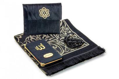 İhvan - Şantuk Kumaş Kaplı Yasin Kitabı - Çanta Boy - İsme Özel Plakalı - Seccadeli - Tesbihli - Keseli - Siyah Renk - Mevlid Hediyeliği